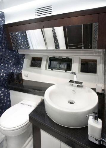 galeon bathroom